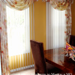 Вертикальные жалюзи в сочетании с классическими шторами